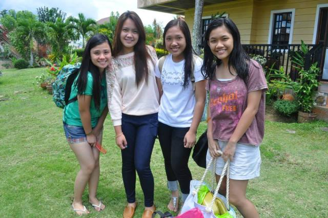 With my HS closest girl friends. This is our last pose as we depart from this place. We will surely miss this place.